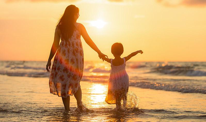 Beneficios del agua del mar - Madre e hija