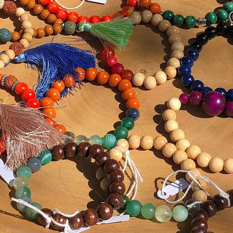 pulseras de madera aumjoia en el Barcelona Yoga Conference