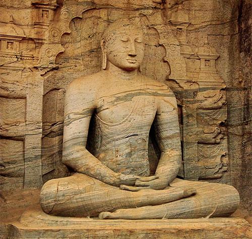 Conoce los 8 principios del yoga - Estatua