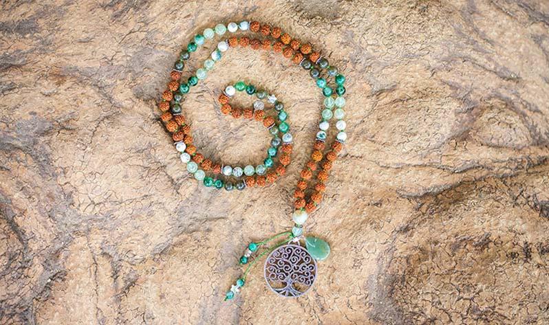Sigue descubriendo el poder del cuarzo - Japa Mala Rudraksha Verde