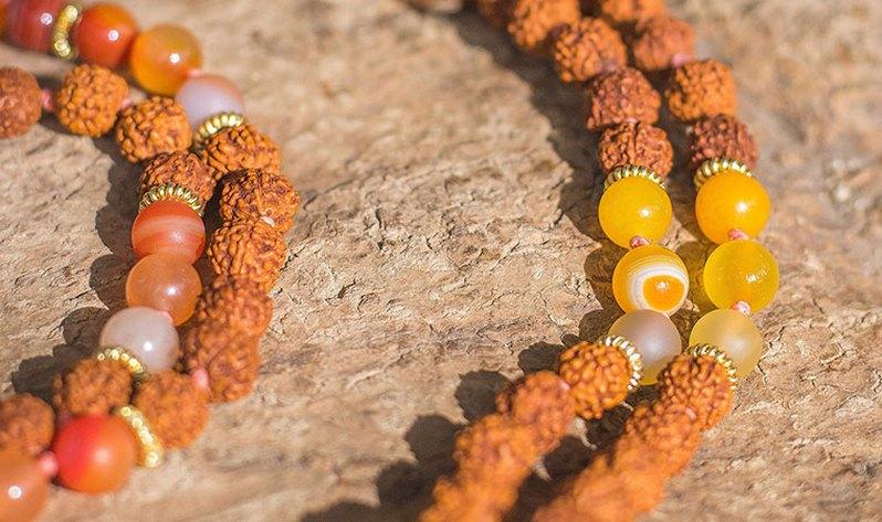 Aprende más sobre los colores de mis Japa Malas - Sabiduría Oriental (Amarillo)