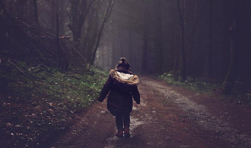 Conoce los beneficios de la meditación en niños - Paseo en el bosque
