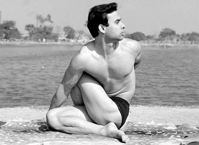 Conoce 5 tipos de yoga - Bikram Choudhury