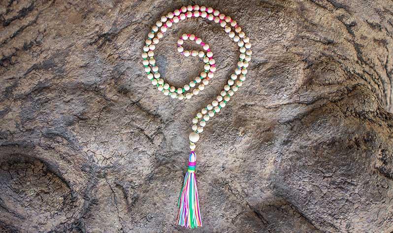 Sigue conociendo los colgantes de mis Japa Malas de diseño - Japa Mala Madera multicolor
