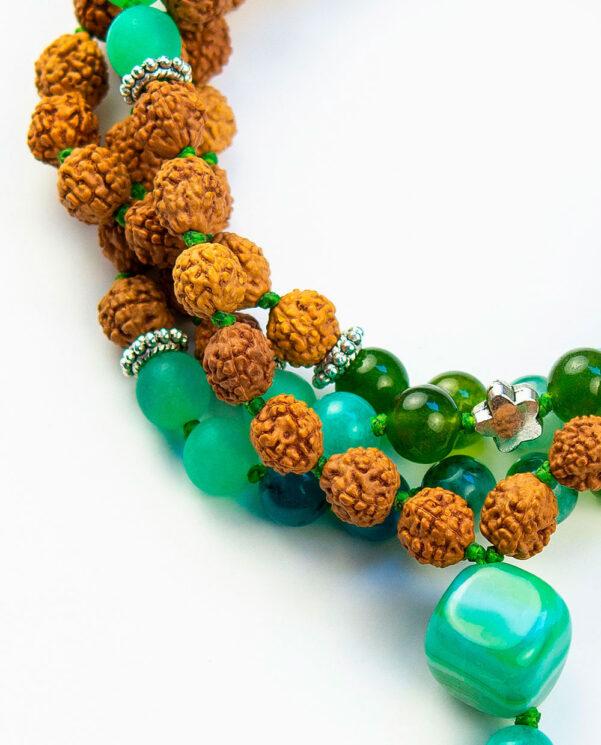 japamala-rudraksha-primavera-verde-detalle-piedra