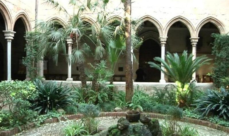Sitios para meditar en Barcelona al aire libre - Claustro