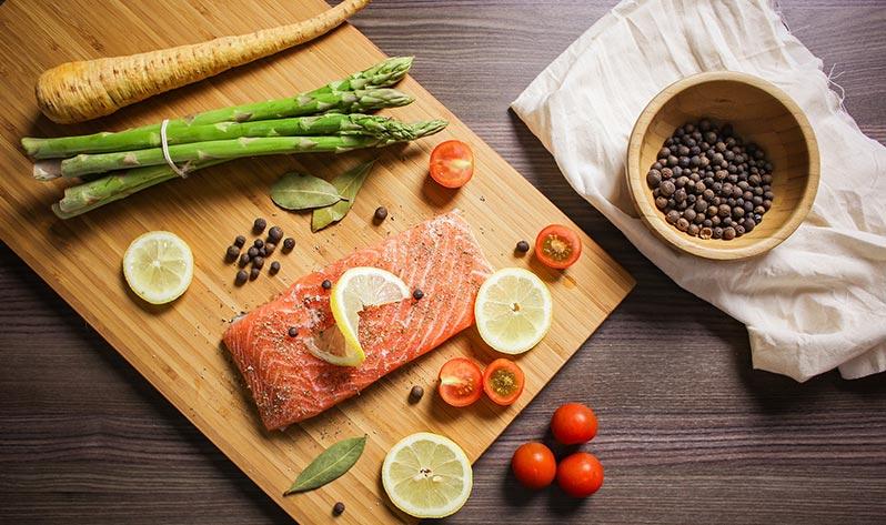 Qué comer en verano para mejorar tu bienestar - Salmón