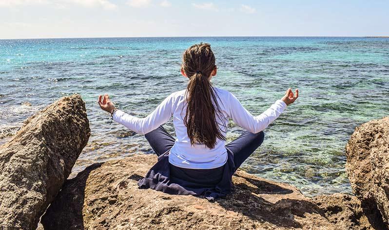 Aprovecha el verano para hacer yoga con tus hijos - Mar