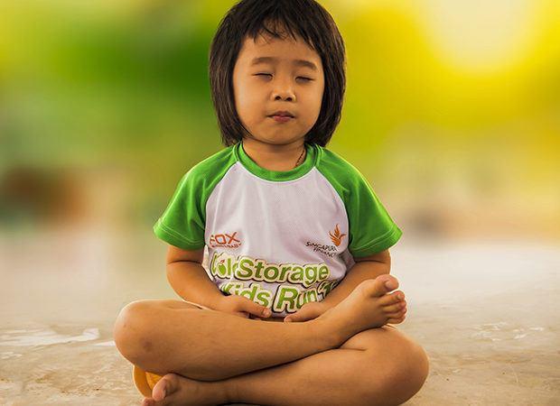 Aprovecha el verano para hacer yoga con tus hijos - Portada