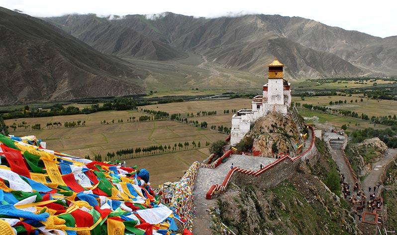 Conoce mejor el Tíbet, una de las cunas de las Japa Malas - Banderas (Monasterio)