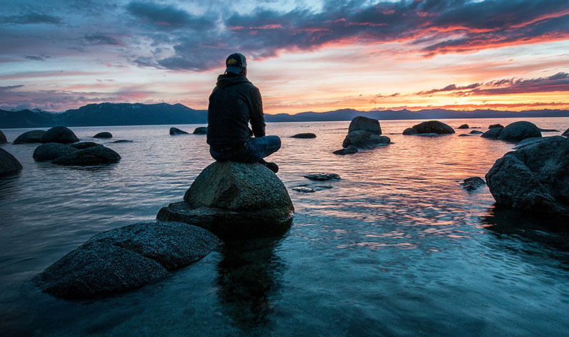 Cómo ayuda la meditación para el duelo de un ser querido - Lago