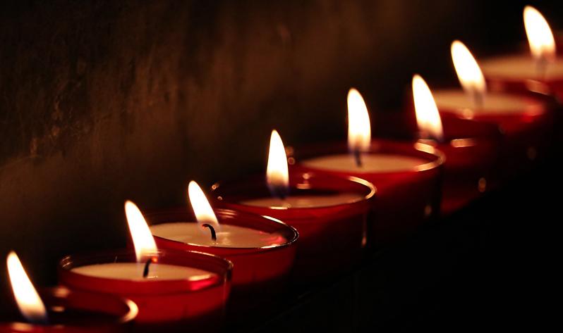 Cómo ayuda la meditación para el duelo de un ser querido - Velas