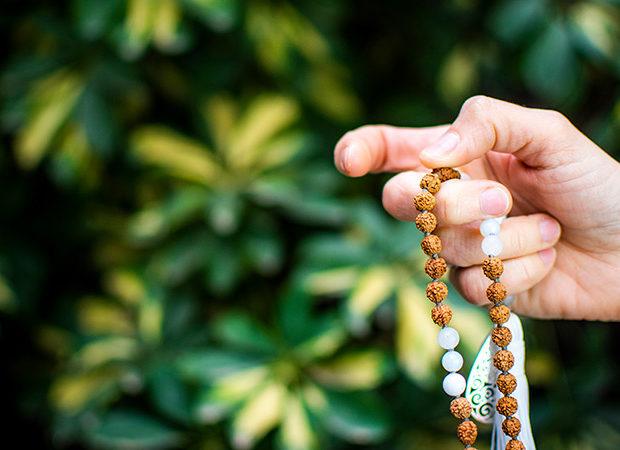Nuevos mantras para meditar estos días con tu Japa Mala - Portada