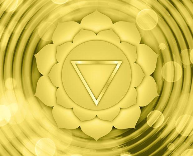 Cómo equilibrar manipura, el tercer chakra y el más otoñal - Portada
