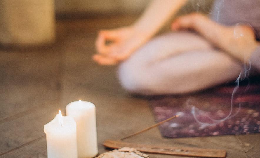 Cómo alinear los chakras para vivir un 2021 pleno - Rutina de yoga