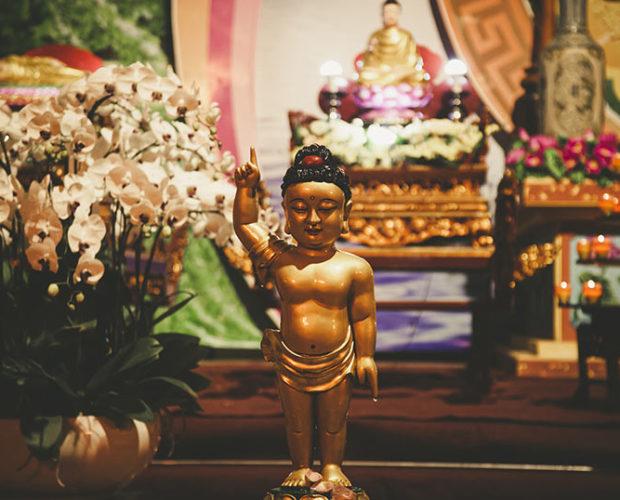 Qué es el Vesak: medita y honra a Buda en su gran día - Altar