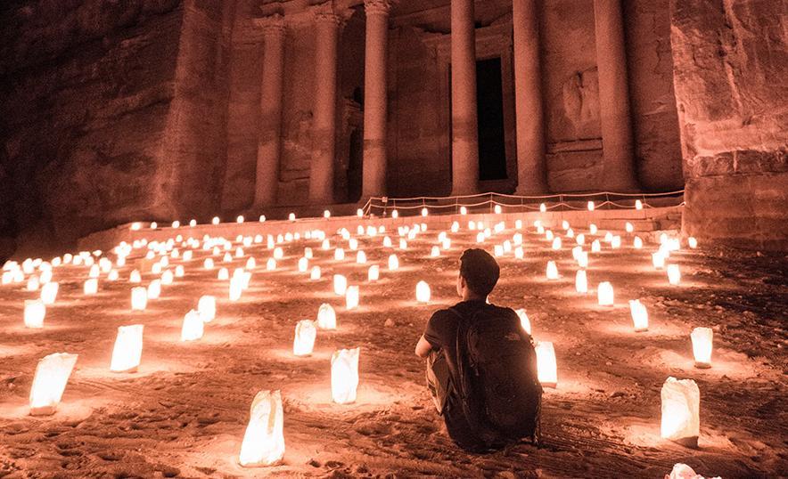 Volvemos a descubrir el mundo: mindfulness, meditación y yoga para viajar (Petra)